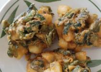 באג'ה של תפוחי אדמה ותרד ( potato and spinach pakora)